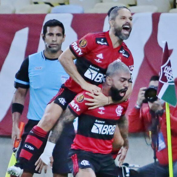 Diego comemora o gol de Gabigol