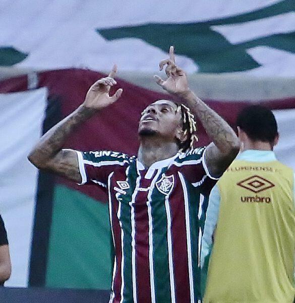 Abel Hernández comemora o empate