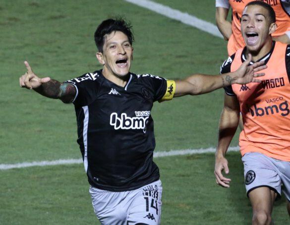 Cano comemorando seu gol