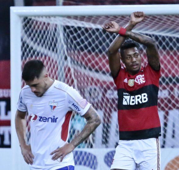 Bruno Henrique comemorando seu gol