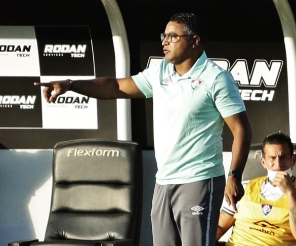 Roger Machado colocou time misto já pensando nas outras partidas