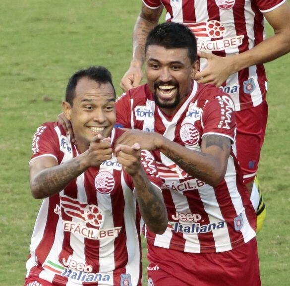 Vinícius comemora seu gol