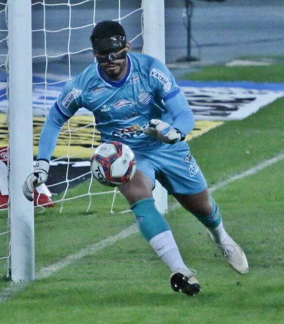 Thiago Rodrigues jogou de máscara