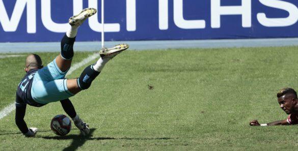 Diego Loureiro salva o time no final