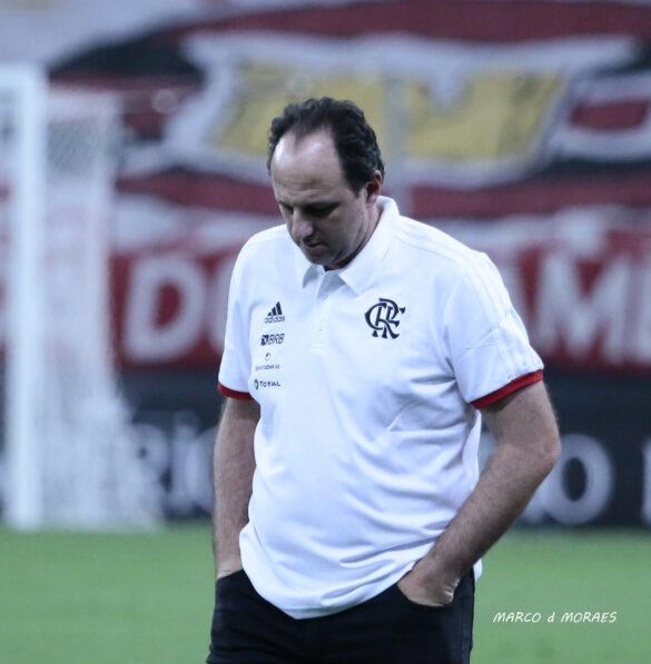 Ceni pensando em Renato fora do Grêmio