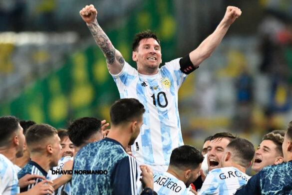 Messi comemorando a conquista com muita alegria